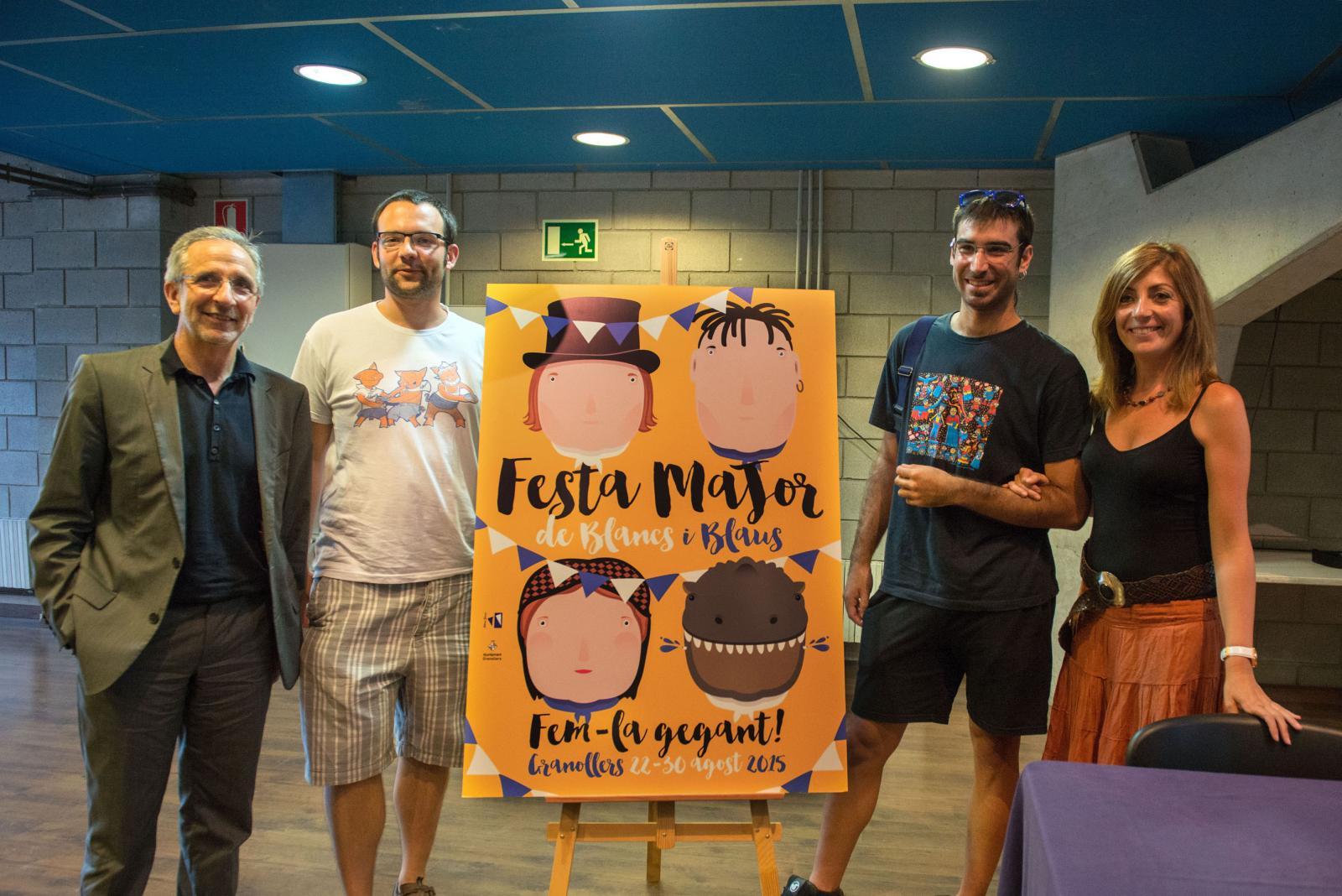 Caps de colla, alcalde i regidora de Cultura amb la imatge de la Festa Major 2015