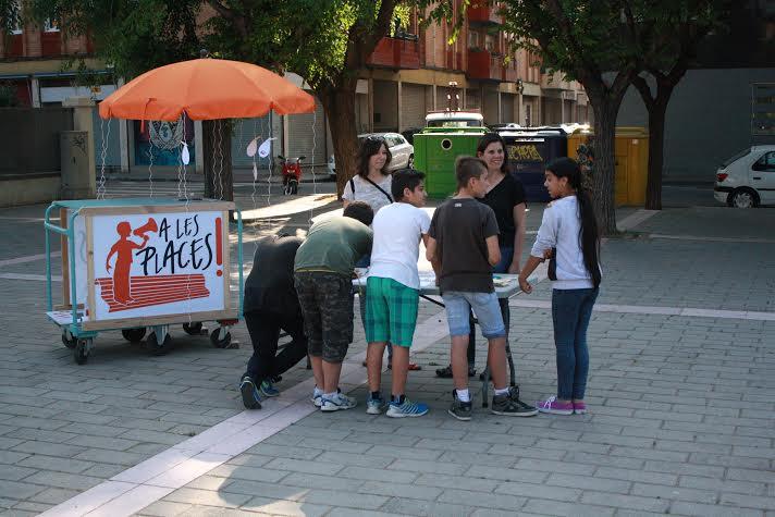 """El carro d'""""Alesplaces!"""" en una activitat recent a l'espai públic"""