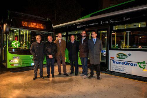Els alcaldes de Granollers, les Franqueses del Vallès, Canovelles i la Roca del Vallès en la presentació dels nous autobusos, amb el cap de Servei Territorial de Transports de Barcelona i el conseller delegat de Sagalés. Foto: T. Torrillas