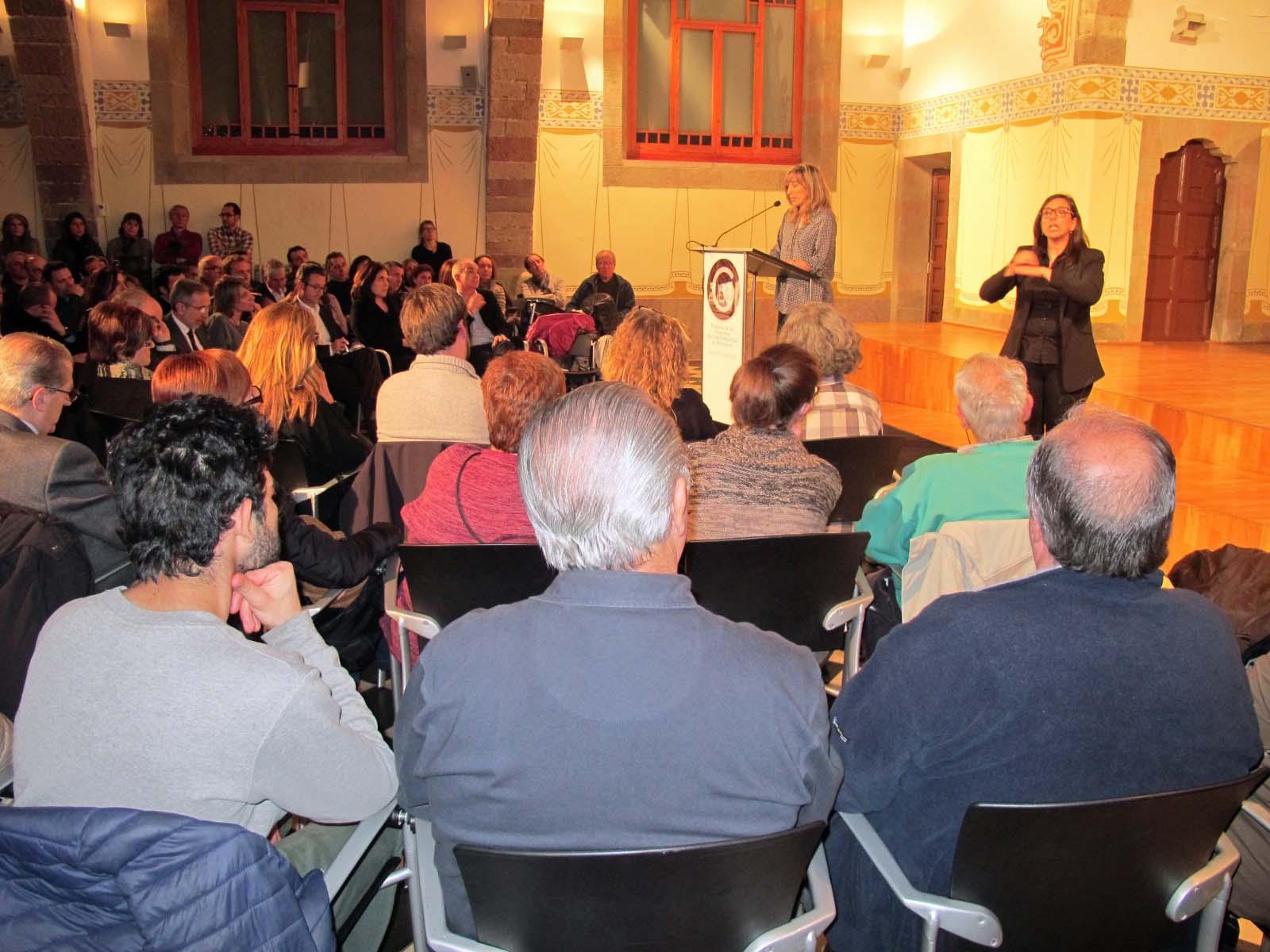 La cinquena tinent d'alcalde M. del Mar Sánchez va dir que l'Ajuntament continuarà prenent mesures socials contra la crisi mentre es necessiti